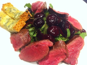 Reindeer meat and Rucola topped with cherries and balsamic vinegar, served with garlic butter bread!